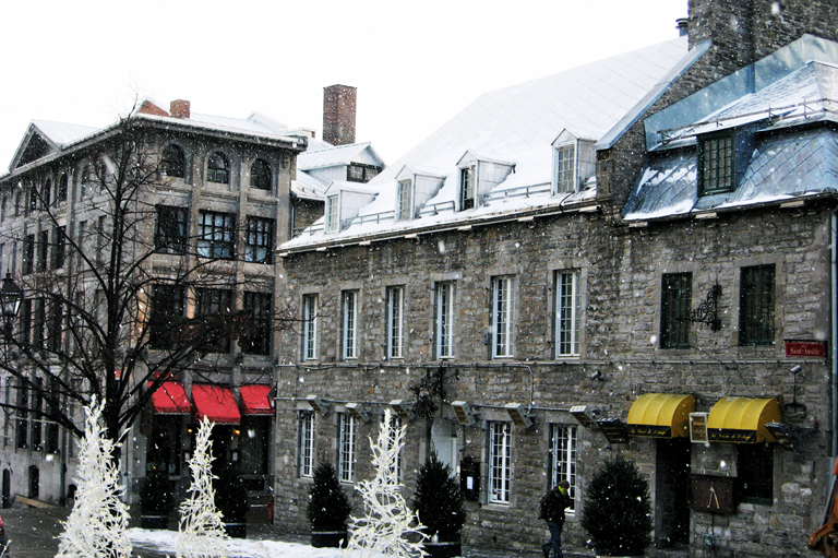 photo couleur maisons Place Jacques-Cartier