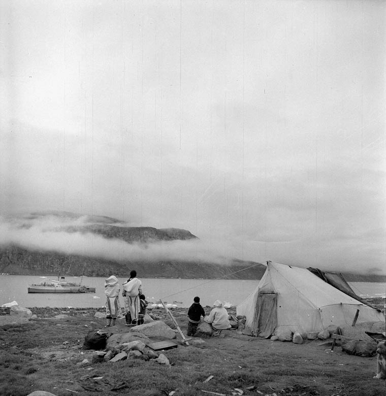 Photo noir et blanc inuits Grand Nord